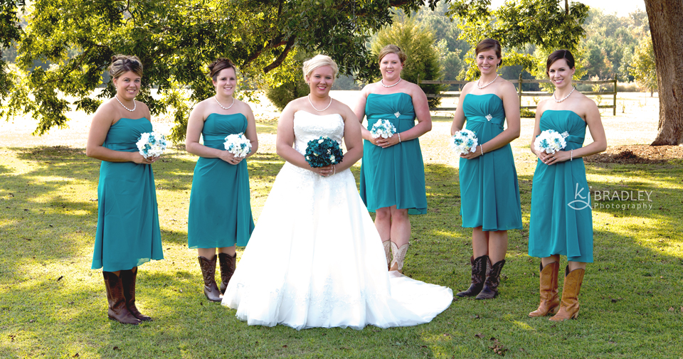 wedding_photography_bridesmaids_teal_outdoors