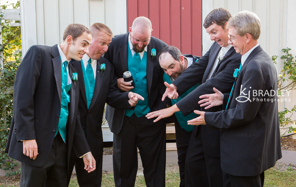 wedding_photography_groomsmen_rings_funny