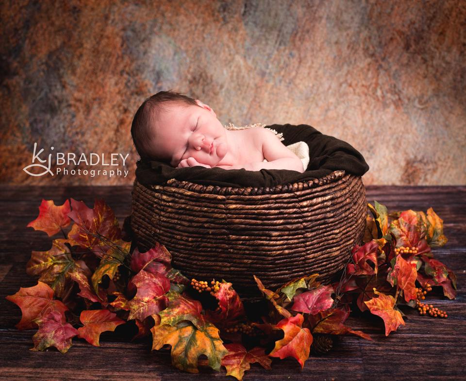 fall_seasonal_leaves_colorful_newborn_photography