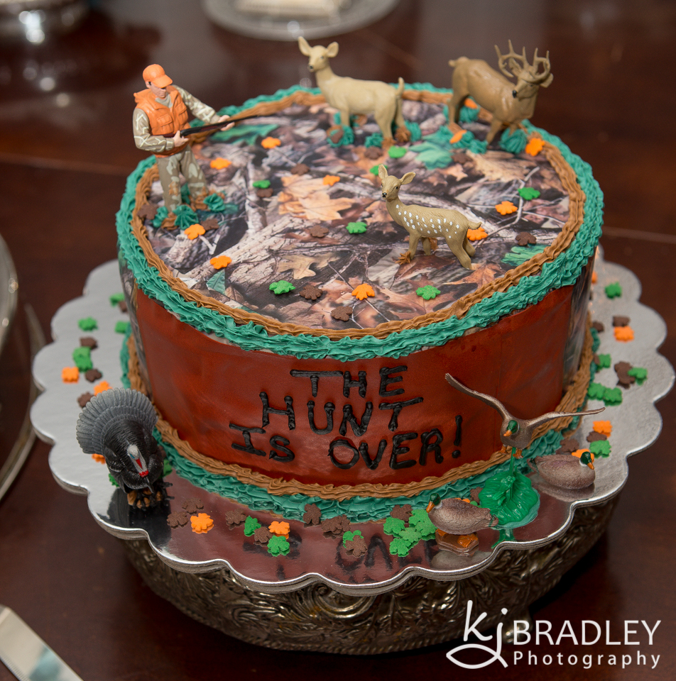 grooms_cake_wedding_the_hunt_is_over
