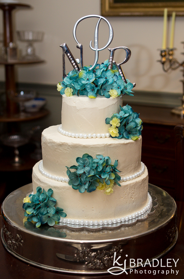 wedding_cake_teal_flowers