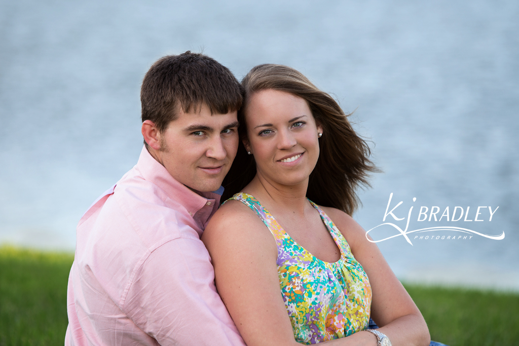 engagement_photos_pond_rocky_mt_photographer