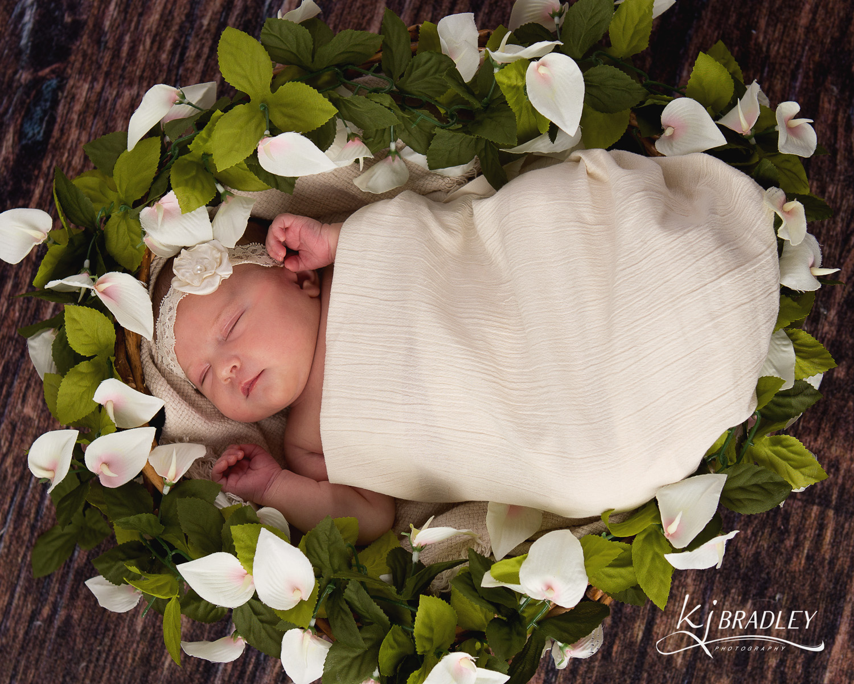 Newborn_flowers_rocky_mt_nc_photographer