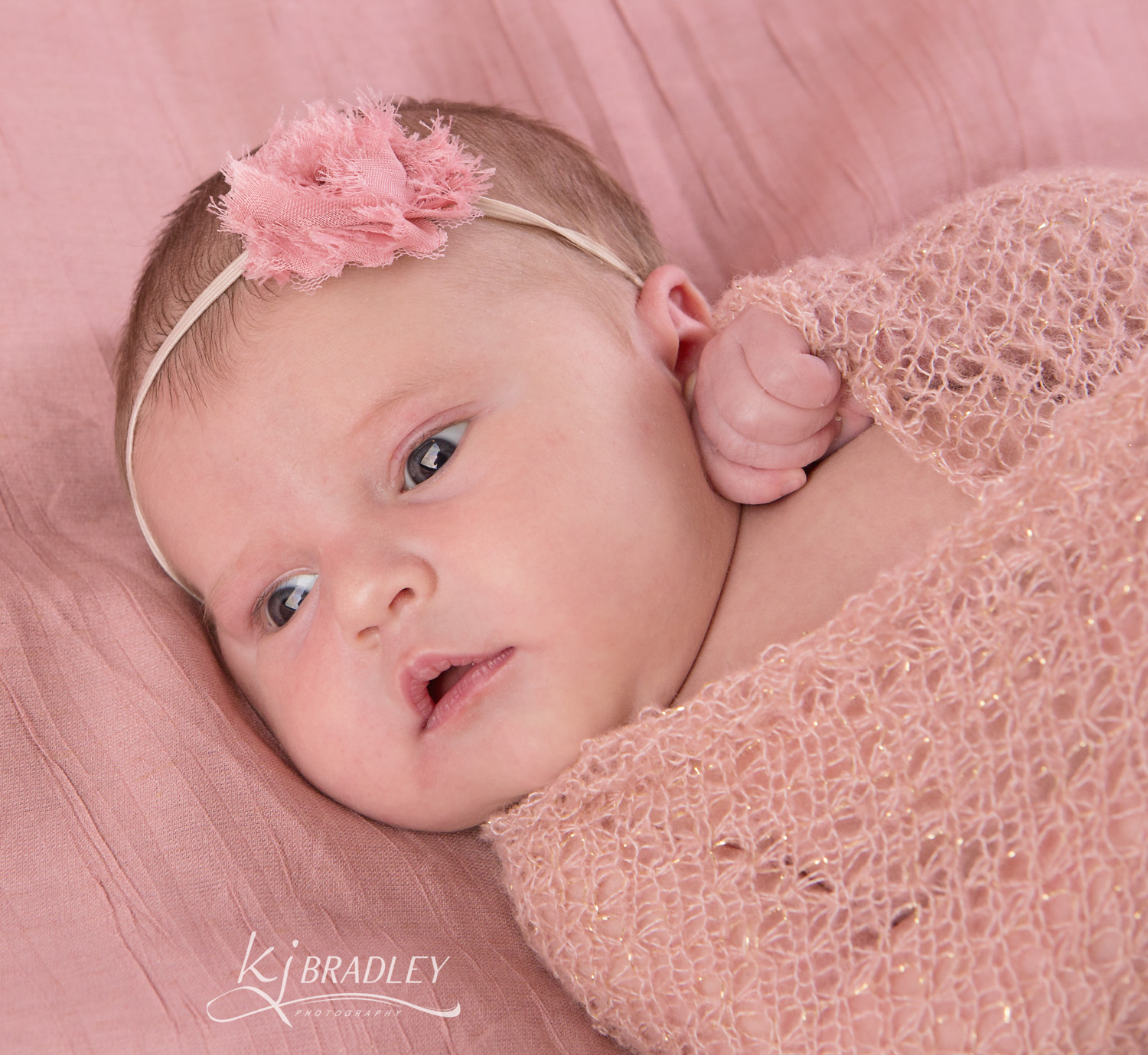 newborn_phtography_girls_awake_KJ_Bradley_Photography