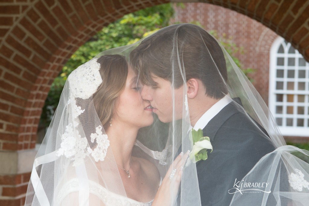 KJ_Bradley_Photography_Weddings_Kiss_veil