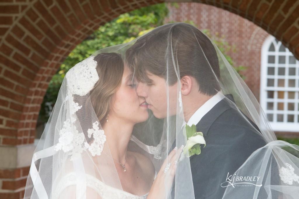 KJ_Bradley_Photography_Weddings_Kiss_veil