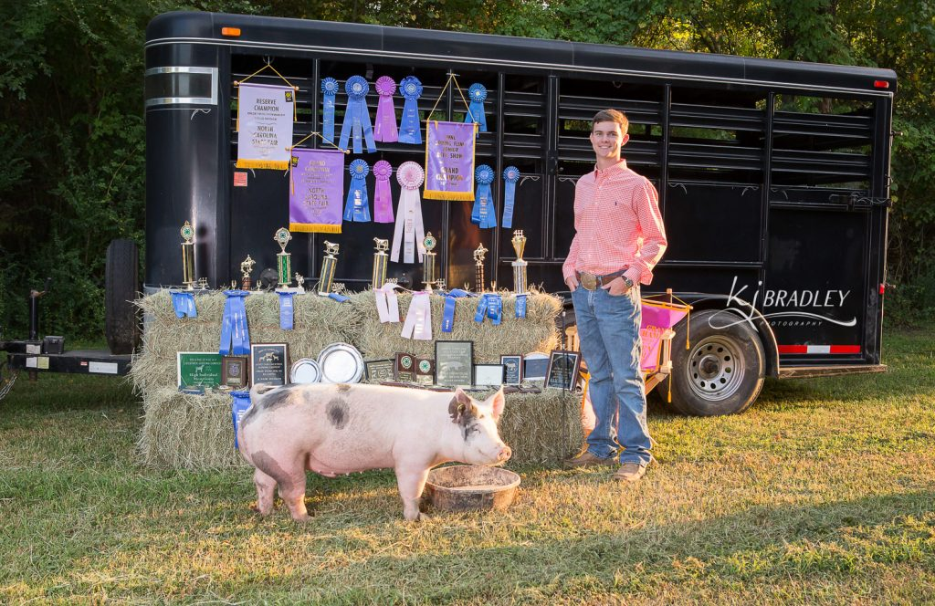 Livestock Show Champion Senior Pictures | KJ Bradley Photography