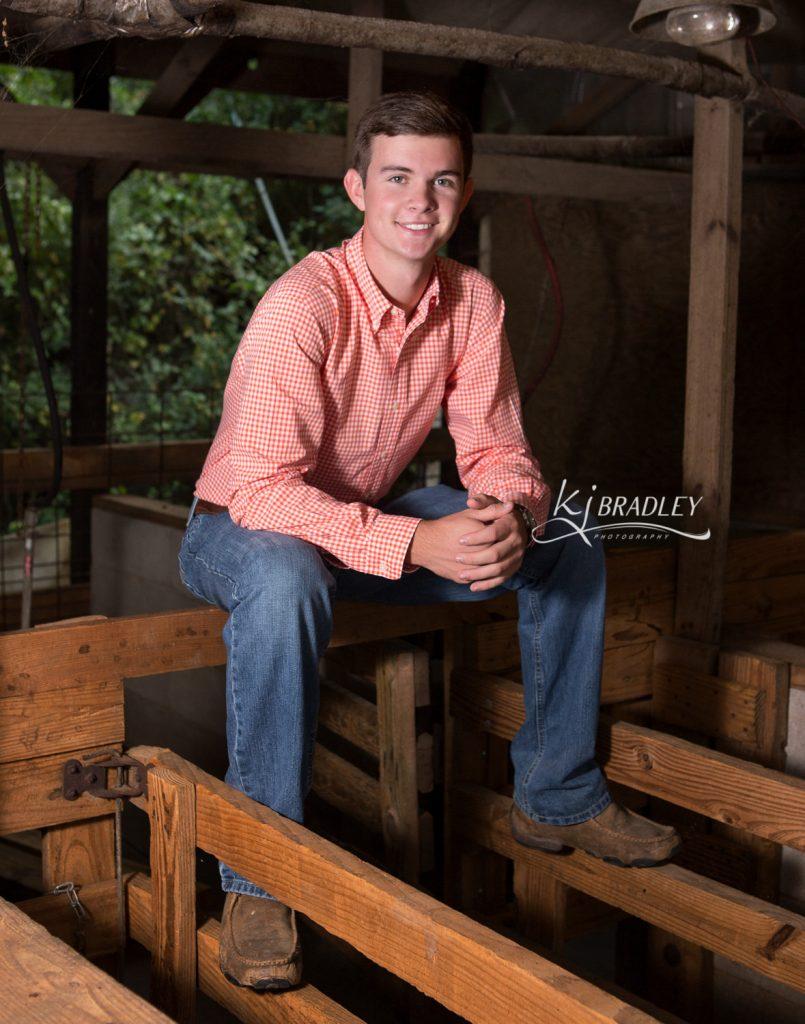 Senior_Portraits_Pig_barn_showmanship_livestock