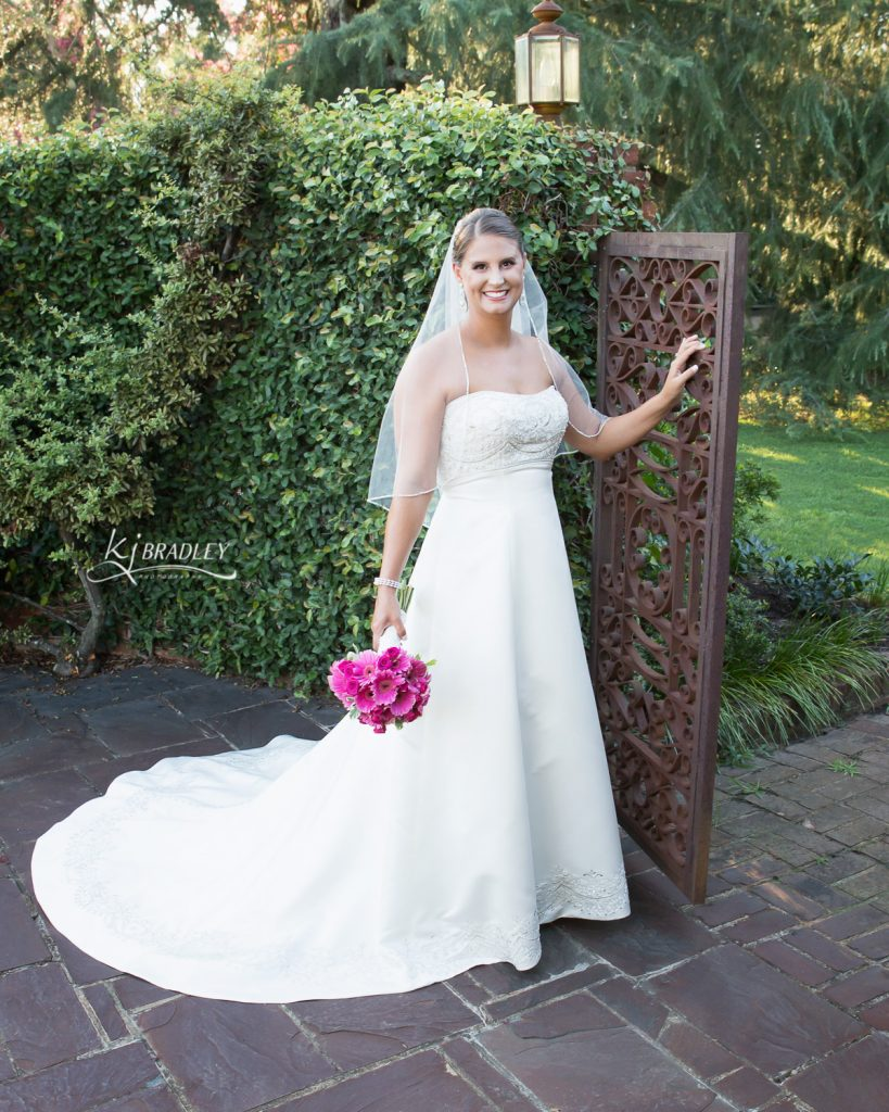 leaning_tree_bridal_portrait_gate_kj_bradley_photography