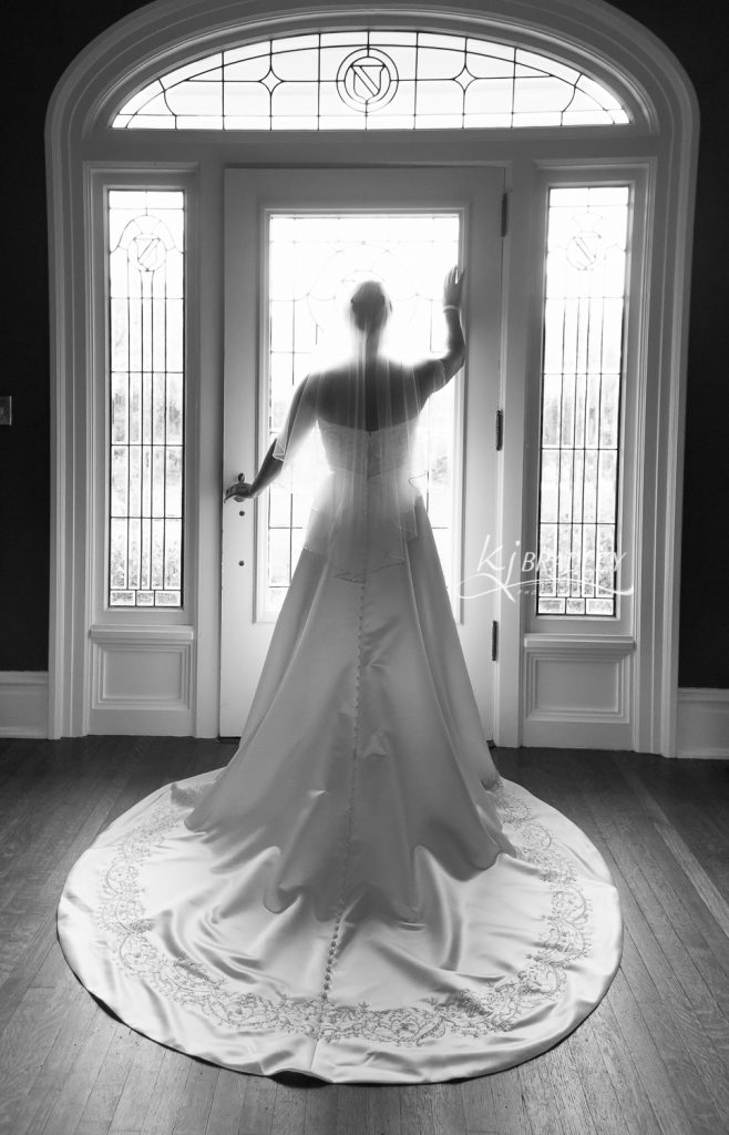 leaning_tree_bride_in_doorway_kj_bradley_photography